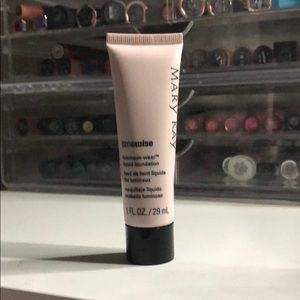 Other - Mary Kay luminous